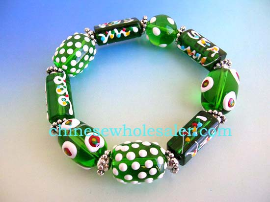 China direct supplies glass charm bead bracelet wholesale gifts. Fashion stretchy green bracelet with multi white brown hand-painted Chinese lampwork glass bead and flat silver beads design