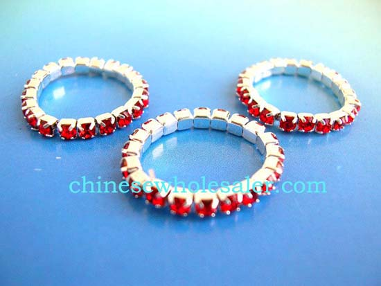 Wholesale rings supplied by China exporting dealer distributes stretchy rings inlaid with red rhinestones.