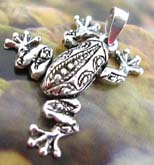 Animal jewlery trend 925. sterling silver pendant in frog love